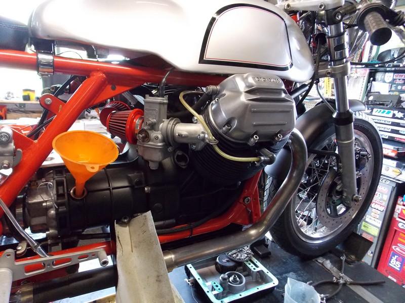 la moto guzzi 850 t3 de michel garnier motorcycles atelier de m canique. Black Bedroom Furniture Sets. Home Design Ideas